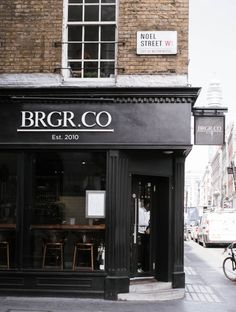 Everyday we share our stories and passions for home design and great architecture. Burger Restaurant, Restaurant Design, Burger Bar, Cafe Interior, Interior And Exterior, Shop Facade, Café Bar, Lokal, Cafe Shop