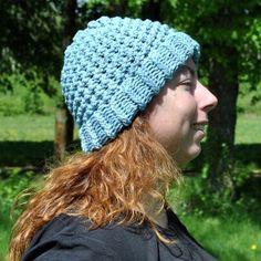 Bonnet en pur coton bleu ciel tricoté main