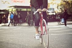 subculture city fixed gear - Kinfolk style - Bike Road Bikes, Cycling Bikes, Kinfolk Style, Urban Cycling, Fixed Gear Bicycle, Bicycle Crunches, Cycle Chic, Bike Style, Vintage Bikes