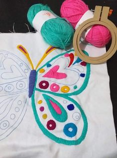 Hand Embroidery Videos, Hand Embroidery Flowers, Flower Embroidery Designs, Embroidery Works, Hand Embroidery Stitches, Crewel Embroidery, Ribbon Embroidery, Cushion Embroidery, Learning To Embroider