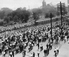 President Harding's Funeral Procession in Cedar Rapids American Presidents, Us Presidents, Clinton Iowa, Warren Harding, Washington High School, Warren G, Visit Alaska, Honor Guard, Cedar Rapids