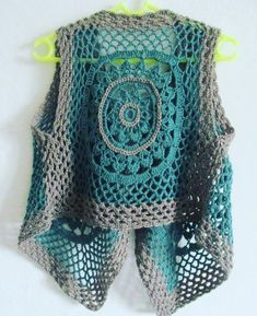 Gradient Baby Vest Making – Gürsel Bedir – Join the world of pin This Pin was discovered by Ilk Hand Knitting Women's Sweaters The winter season marks the beginning of the sweater period. While presenting the new knitting sweater models How Frida Kah Crochet Waistcoat, Gilet Crochet, Crochet Coat, Crochet Jacket, Tunisian Crochet, Crochet Cardigan, Crochet Clothes, Crochet Granny, Moda Crochet