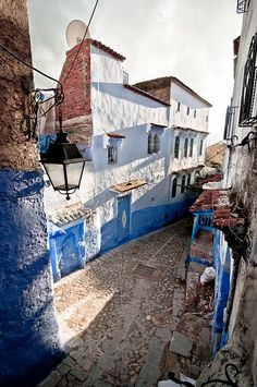 mentalfornication:  Medina by Zanthia on Flickr.  favela of dreams,  road