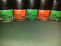 Bellas pinturas de uña H&M. 120bs. Verde y naranja para convinar en navidad