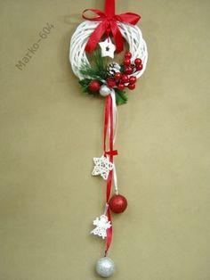 wianek boże narodzenie - Szukaj w Google Christmas Stairs, Christmas Tree Toy, Christmas Sewing, Diy Christmas Ornaments, Christmas Holidays, Xmas Crafts, Christmas Projects, Advent, Homemade Christmas Gifts
