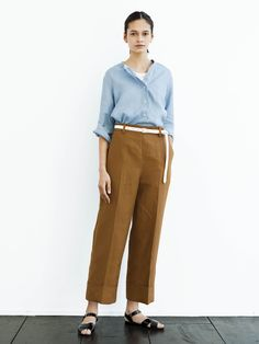 Essential Buying Guide for your Summer Minimalist Capsule Wardrobe Margaret Howell, Trendy Outfits, Fashion Outfits, Women's Fashion, Summer Minimalist, Capsule Wardrobe Work, Work Looks, Textiles, Work Casual