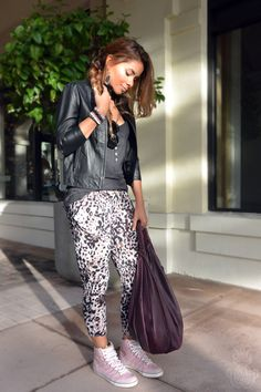 blogera moda, otoño, boho chic, burgundy, fall look, fall outfit, harem pants, high tops, leather jacket, miami fashion blogger, motto jacket, pineapple me, pineappleme