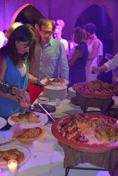 un dîner d'accueil convivial pour un mariage privatisé à marrakech