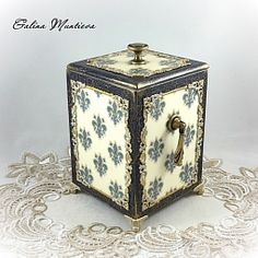 Дерево, Короб Флёр-де-лис. Декупаж., Ручная работа Decoupage Box, Decoupage Vintage, Painted Jewelry Boxes, Altered Boxes, Beauty Box, Storage Boxes, Vintage Fashion, Vintage Style, Decorative Boxes