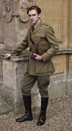 Character: Matthew Crawley from Downton Abbey, Actor Dan Stephens. Downton Abbey Costumes, Downton Abbey Cast, Downton Abbey Fashion, Dan Stevens, Matthew Crawley, Dowager Countess, Lady Mary, Hetalia, Favorite Tv Shows
