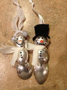 Spoon bowl snowman and snow lady ornament set mad out of spoons love this Spoon Ornaments, Xmas Ornaments, Christmas Decorations, Snowman Crafts, Christmas Projects, Holiday Crafts, Plastic Spoon Crafts, Plastic Spoons, Plastic Bags