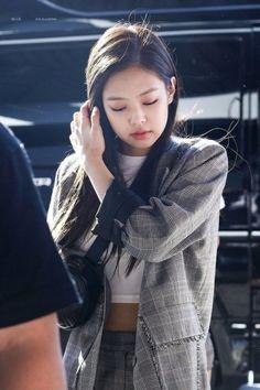 BLACKPINKOFFICIAL. Kim JennieGirlsEasy WearBlackpink JisooYg Entertainment4  ... a5c3f9acd6b9