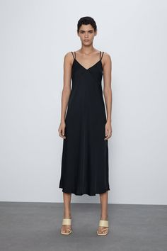 The midi dress is ideal for any occasion. Choose the perfect piece at ZARA online with just a click. Stretch Dress, Vestidos Zara, Taffeta Dress, Satin Dresses, Zara Dresses, Fashion Dresses, Lingerie Satin, Rustic Dresses, Shopping