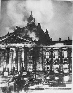 De Rijksdag werd in brand gestoken op 27 februari 1933. De Nederlandse communist Marinus van der Lubbe werd hierdoor opgepakt en geëxecuteerd. Hitler was een groot tegenstander van het communisme en zag zo zijn kans om meer macht te krijgen nog groter worden. Het is nooit duidelijk geweest of van der Lubbe echt de brand gesticht heeft.