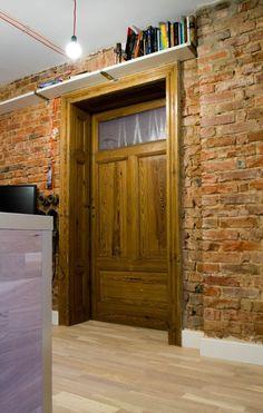 drzwi + cegła