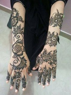 Find images and videos about henna and mehndi on We Heart It - the app to get lost in what you love. Henna Hand Designs, Mehndi Designs Finger, Modern Henna Designs, Indian Henna Designs, Floral Henna Designs, Latest Bridal Mehndi Designs, Modern Mehndi Designs, New Bridal Mehndi Designs, Beautiful Henna Designs