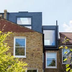 L shaped dormer loft conversion by urbanist architecture modern bricks Loft Conversion Victorian Terrace, Victorian Terrace House, Dormer Roof, Dormer Windows, Loft Conversion Layout, Luxury Loft, Roof Extension, Loft Room, House Extensions