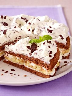 Luftiger Biskuit, cremige Füllung: Schoko-Bananen-Sahne-Torte