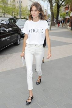Alexa Chung // Vogue tee, cropped skinny jeans & strappy flats #style #fashion #celebrity