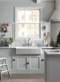 Purist faucet    Whitehaven sink    Such a beautiful blank canvas on which to create culinary masterpieces and casual family meals alike.