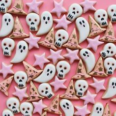 I'm already thinking about Halloween! 👻 And these fun cookies from are the cutest! Love the inspiration 👻 Halloween Rose, Halloween Mignon, Halloween Baking, Halloween Inspo, Halloween Cookies, Halloween Birthday, Holidays Halloween, Spooky Halloween, Halloween Treats