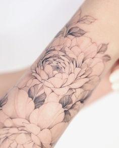 Simplistic Tattoos, Feminine Tattoos, Finger Tattoo Designs, Finger Tattoos, Tattoo On, Cover Tattoo, Bone Tattoos, Sleeve Tattoos, Little Tattoos
