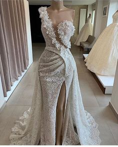 Find images and videos about fashion, style and dress on We Heart It - the app to get lost in what you love. Unique Dresses, Elegant Dresses, Pretty Dresses, Beautiful Dresses, Dinner Gowns, Evening Dresses, Ball Gown Dresses, Bridal Dresses, Couture Dresses