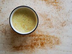 Turmeric Milk Benefits & a Golden Milk Recipe Turmeric Tea Benefits, Turmeric Water, Organic Turmeric, Turmeric Root, Ground Turmeric, Ayurveda, Curcuma Latte, Latte Recipe, Canned Coconut Milk