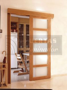 Puerta interior corredera guía oculta - Puertas y Ventanas de Madera Dominador Kitchen Sliding Doors, Sliding Door Design, Sliding Glass Door, Interior Paint Colors For Living Room, Room Interior, Foster House, Kitchen Lighting Design, Room Divider Doors, Hallway Decorating