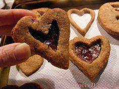 Biscotti alle mandorle con marmellata per la calza della Befana