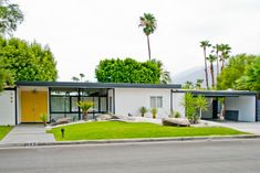 Sensational Mid-Century Modern decorating ideas for Decorative Exterior Midcentury design ideas with bright yellow door flat roof Hollywood Regency mid-century mid-century modern modern furniture