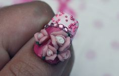 Close up from my thumb extreme nail art. With Konad 3D roses! Love this. http://www.beautyfreak.nl