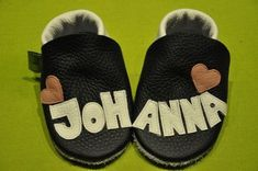 Johannas Krabbelpuschen mit Herzchen , ein besonderes Geschenk zur Geburt oder Taufe , individuelle Lederpuschen , Krabbelschuhe
