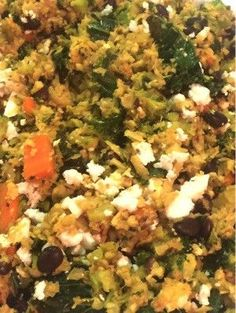 Vegetarians and vegans love this tasty cauliflower rice mixed with zucchini, carrots, onion, garlic and kale. For pur traditional eaters: ADD TURKEY BREAST AD Low Carb Side Dishes, Side Dish Recipes, Rice Recipes, Vegan Recipes, Tasty Cauliflower, Cauliflower Gratin, Keto Friendly Desserts, Rice Dishes, Rice Bowls