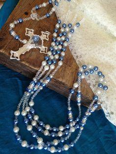 si tu color es el azul prueba un lazo con perlas azuladas y luce radiante en tu boda. #BodaTotal