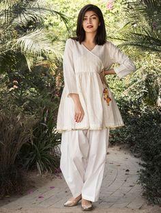 New Image : Pakistani fashion casual - Pakistani dresses Pakistani Fashion Party Wear, Pakistani Fashion Casual, Indian Fashion Dresses, Pakistani Outfits, Stylish Dresses For Girls, Stylish Dress Designs, Designs For Dresses, Simple Dresses, Stylish Dress Book