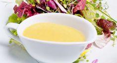 Com esse mega calor que está fazendo, o ideal é comer alimentos refrescantes e, de quebra, saudáveis como saladas. Essas ficam ainda mais saborosas acompanhadas por um molhinho caseiro, como mel e mostarda. www.carolcelico.com