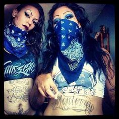 Chola's y que. Crip Tattoos, Chica Chola, Tattoo Girl Wallpaper, Chola Girl, Estilo Cholo, Catrina Tattoo, Pin Up, Cholo Style, Raiders Girl