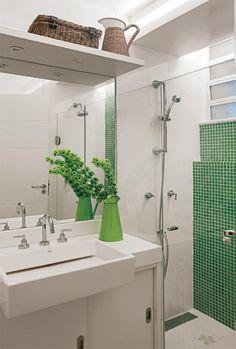 Casal reformou apartamento de 86m² no Leblon, derrubou paredes, criou um closet, ampliou a sala de jantar e muito mais. Confira.