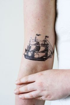I love the look of a ship for tattoo designs. Especially old ships are so beautiful! This temporary tattoo is made with a vintage drawing of a ship. ...................................................