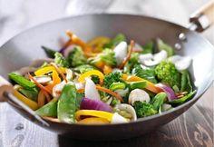 Verduras salteadas estilo chino, una receta saludable con distintas texturas y colores. Como guarnición con carne o pescado, con arroz, o pasta.