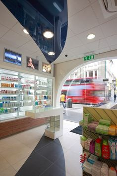 Design showcase: Nashi Pharmacy on London& Westbourne Grove - Retail Design World Pharmacy Design, Retail Design, Modern Dinning Room Ideas, Beauty Shop Decor, Showcase Design, Stairs, Drug Store, Shelves, London