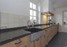 Luxe eikenhouten keuken van muur tot muur