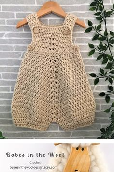 Salopette Crochet Baby Dress Pattern, Baby Girl Crochet, Crochet Baby Clothes, Crochet For Boys, Newborn Crochet, Modern Crochet Patterns, Baby Knitting Patterns, Baby Patterns, Crochet Stitches