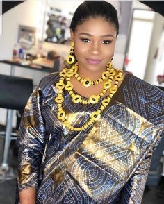 African Women, African Fashion, Classy Chic, Lace Design, African Dress, Gold Style, Sari, Hair Styles, Clothes