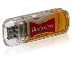 A USB Drive Gadget that is filled with beer as a promotional item for Beer Manufacturers. Besides the gimmick factor, this USB gadget would only serve us as constant torture at work. Gadgets And Gizmos, Technology Gadgets, Tech Gadgets, Cool Gadgets, Pen Drive Usb, Usb Flash Drive, Aldo Conti, Design Spartan, Lampe Retro