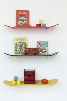 Skateboards as book shelves! Awesome idea!! I bet you could use snowbards too!