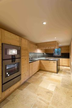 Residences de Rougemont - Kitchen in reclaimed timber and marble - Interior design by Plusdesign Reclaimed Timber, Salvaged Wood, Marble Interior, Interior Design, Rustic Style, Kitchen Cabinets, Design Inspiration, Swiss Ski, Flooring