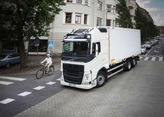 In 2019, Volvo Trucks will begin selling electric trucks in Europe. The first trucks will be put into operation this year together with selected customers, who will subsequently share their impressions. Electric trucks significantly reduce noise and emissions and open up new opportunities for logistics. Thanks to them, you can transport more cargo at night, which will reduce congestion on the roads during peak hours.  #volvo #volvotrucks #electrutruck #electrocar