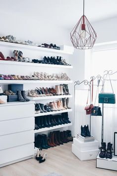 Meine Schuhwand im Ankleidezimmer, Schuhaufbewahrung DIY, Schuhwand selber mache… My Shoe Wall in the Dressing Room, DIY Shoe Store, DIY Home Decor Bedroom, Diy Home Decor, Diy Bedroom, Bedroom Curtains, Bedroom Sets, Diy Shoe Storage, Storage Room, Shoe Wall, How To Store Shoes